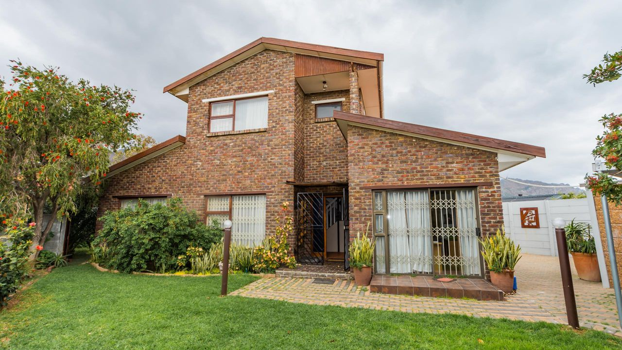 4 Bedroom House For Sale in Dobson